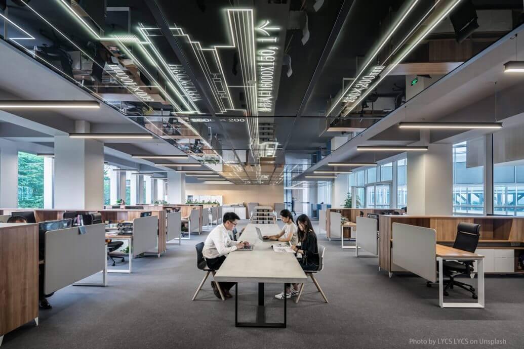 Bürotrends: Wie geht Büroeinrichtung in Zukunft und wie gehen Mitarbeiter damit um?